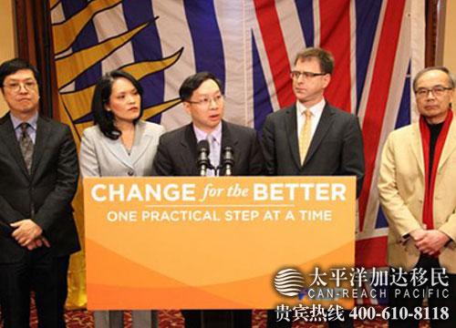 BC省新民主党华裔候选人黄运荣(中)、姚永安(左一)、关慧贞(左二)、周炯华(右一)