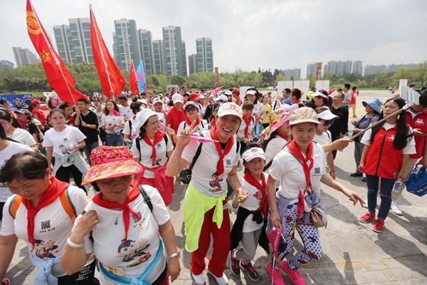 跑步就能做公益!唯品会携万人唯爱奔跑圆250名贫困学子读书梦