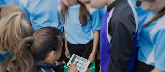 酷浪智能羽毛球教学系统:减轻学员负担让训练更高效