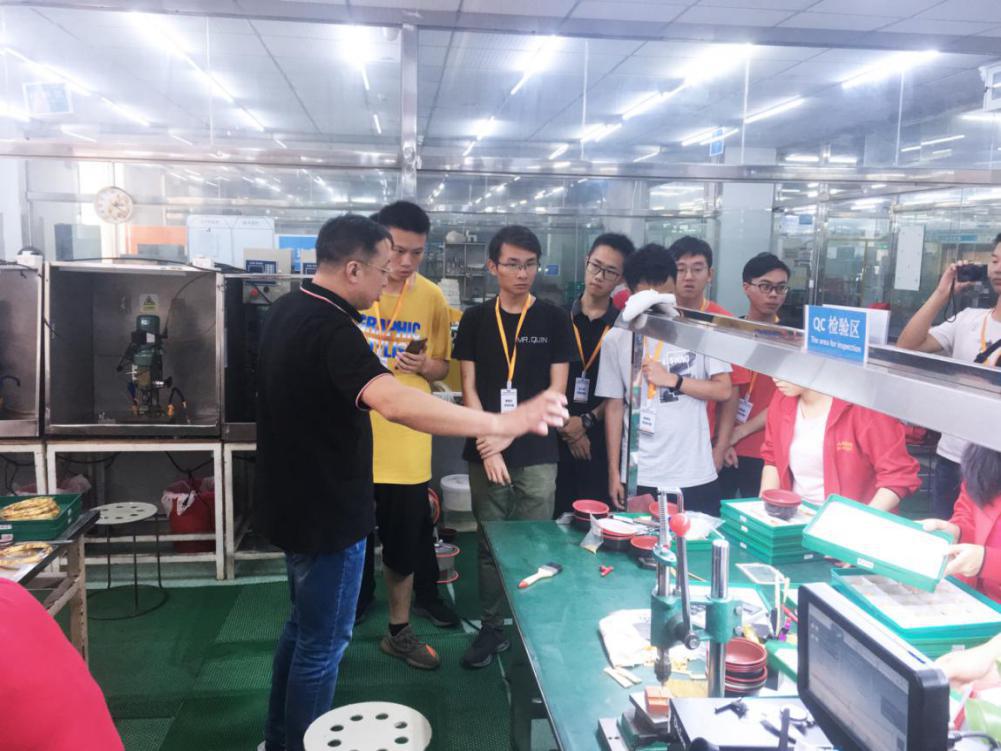 华中科技大学暑期社会实践队来访穿金戴银工厂