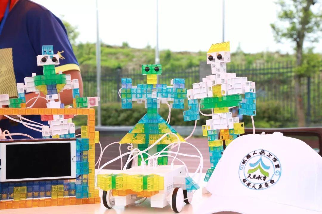 天立教育:雅安天立机器人工作室带你探索AI奥秘