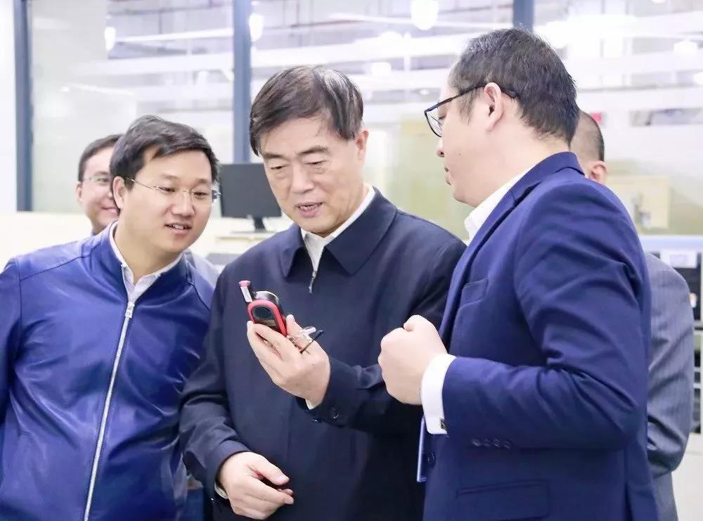 原国务院参事及中国航空综合技术研究所代表参观海能达智能工厂