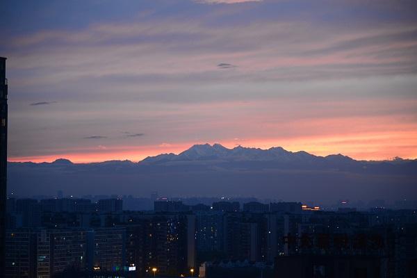 成都――推窗见雪山的城市.jpg