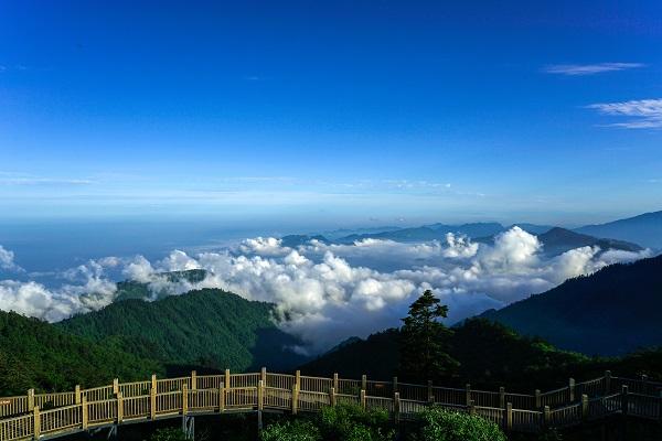 西岭雪山日月坪美景.jpg